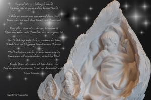 Engel weiß auf Schwarz mit Muttergedicht